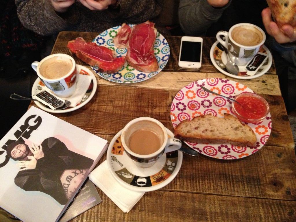 cafe pan tomate