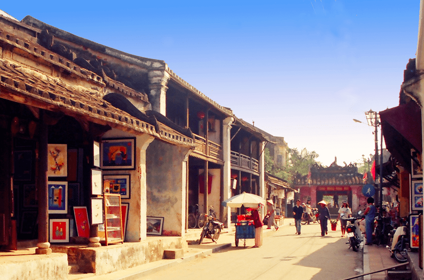 Wondering what to do in Hoi An? Walk around Old Town and see the Japanese Covered Bridge and Fujian Assembly Hall.