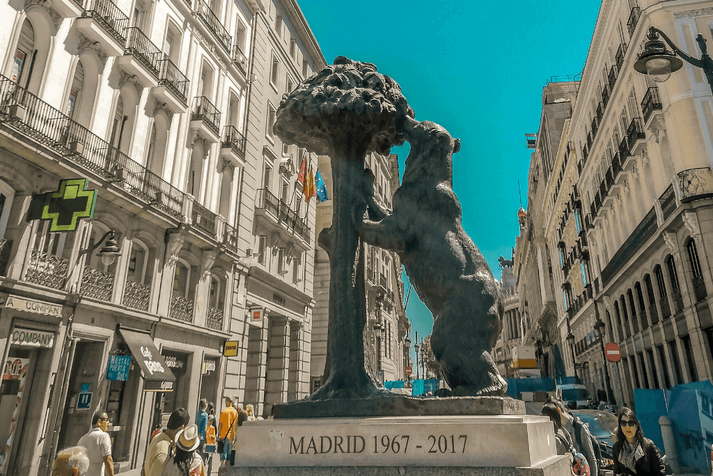 The famous bear statue in Madrid.